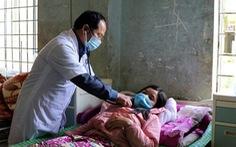 Cả làng nhiều người bệnh cùng triệu chứng, 2 người chết: Do ngộ độc thực phẩm