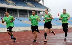 Hai nữ trợ lý trọng tài đầu tiên có cơ hội làm nhiệm vụ tại giải đấu dành cho nam ở Việt Nam