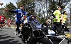 Người đàn ông đẩy con bị bại não dự hàng ngàn cuộc đua qua đời ở tuổi 80