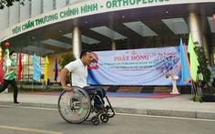 Lực sĩ khuyết tật Lê Văn Công 'chạy bộ' hưởng ứng Ngày chạy Olympic vì sức khỏe toàn dân