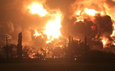 Cháy lớn nhà máy lọc dầu, Indonesia sơ tán gần 1.000 người