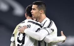 Ronaldo ghi bàn, Juventus tiếp tục bám đuổi hai đội bóng thành Milan