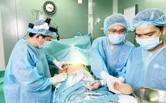 Cơ sở thẩm mỹ 'bỏ quên' gạc trong ngực bệnh nhân hoạt động không phép