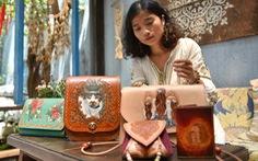 Túi da handmade chạm khắc tiền triệu làm quà dịp 8-3