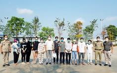 6 người Việt điều trị khỏi COVID-19 ở Campuchia được đưa về nước