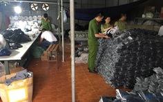 Đột kích xưởng sản xuất 'hàng hiệu' Adidas, Nike, Lacoste, Burberry... dỏm