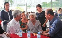 Lãnh đạo TP.HCM đến viếng thăm các nạn nhân trong vụ cháy chết 6 người