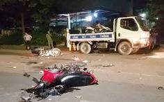 2 xe máy bể nát ở Bình Chánh, 4 người thương vong