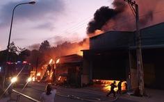 Cháy 5 kiôt, lan sang nhà dân tại Bình Dương