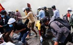 Cảnh sát Myanmar vây bắt người biểu tình trong đêm