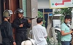 Công an mặc áo giáp, mang súng phong tỏa căn nhà ở TP Quảng Ngãi
