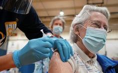 Tại sao phụ nữ gặp phản ứng phụ từ vắc xin COVID-19 nhiều hơn?