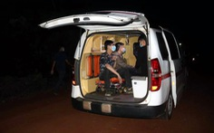 Chặn bắt 2 xe taxi chở 5 người nước ngoài nhập cảnh trái phép tại Bình Phước