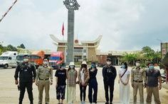 Đưa 6 người Việt được điều trị khỏi COVID-19 tại Campuchia về nước