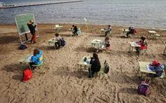 Lớp học trên bãi biển ở Tây Ban Nha