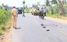 Bị hai ôtô lần lượt tông trúng trên quốc lộ 53, 2 người đàn ông tử vong