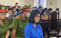Hàng trăm nạn nhân vây quanh 1 bị cáo vụ lừa đảo tại Công ty Sao Vàng