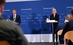 Quan chức Đan Mạch ngất xỉu tại họp báo dừng tiêm vắc xin AstraZeneca
