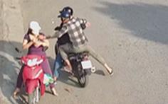 Cô gái Hóc Môn 24 tuổi bị giật điện thoại đã truy đuổi, tông ngã 2 xe băng cướp 6 tên