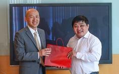 Tổng lãnh sự Hàn Quốc Kang Myong-il thăm báo Tuổi Trẻ