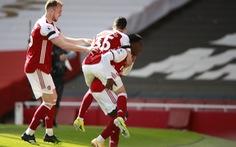 Arsenal thoát thua đội bóng 'cầm đèn đỏ' ở phút 90+7