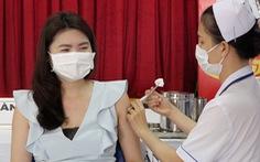 TP.HCM tiêm vắc xin ngừa COVID-19 đợt 2 cho nhân viên y tế, nhân viên sân bay