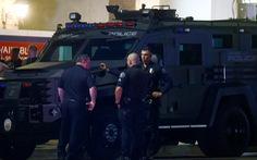 Xả súng ở quận Cam: Con chết trong vòng tay mẹ, xác định được nghi phạm