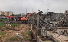 Sập giàn giáo công trình xây dựng lớn, hai công nhân tử vong
