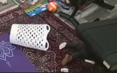 Clip em bé Mỹ 2 tuổi bị cuốn vào máy chạy bộ của gia đình