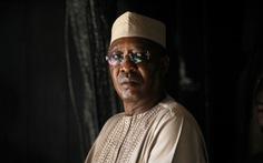 Mới tái đắc cử 1 ngày, tổng thống Chad đột ngột qua đời ở ngay mặt trận
