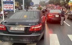 2 Mercedes trùng biển số 'chạm mặt', lòi ra đường dây giả giấy tờ xe