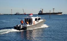 Indonesia điều tàu chiến tìm tàu ngầm mất tích, phát hiện vết dầu loang
