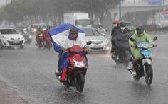 Miền Nam mưa lớn trong đêm, sáng vẫn mù mây, dự báo mưa tiếp