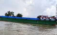 Sau va chạm với 2 sà lan khác, sà lan chở 140 tấn ximăng chìm trên sông Tiền