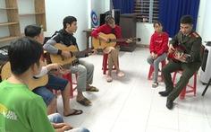 Tiếng guitar từ lớp học đặc biệt