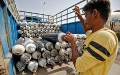 Xe chở oxy ở Ấn Độ được bảo vệ như xe chở vàng