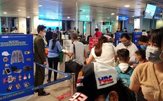 Gỡ chen chúc ở sân bay: Đừng đổ cho hạ tầng, cái rối do con người
