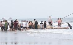 Xác định danh tính, tiếp tục tìm kiếm 3 học sinh đuối nước khi tắm biển