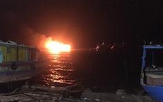 Thanh Hóa: 2 tàu cá bị cháy rụi lúc rạng sáng, thiệt hại hàng tỉ đồng