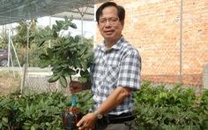 Tiến sĩ nông học rời trường, về quê giúp dân ghép cây, 'chuyển giới' cho hoa