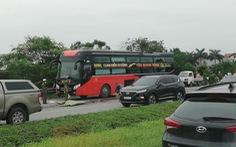Phụ xe khách bị xe container cán chết khi xuống kiểm tra cốp