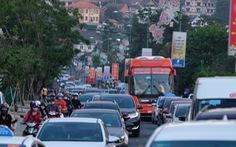 17 tiếng ngồi xe chưa đến được Đà Lạt do đèo Bảo Lộc ùn tắc
