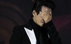 Hà Anh Tuấn khóc trong đêm nhạc The Veston để 'yêu hơn ngày mai'