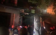 Cháy nhà san sát ven chợ Bắc Cái Đầm, bà con xung quanh túa ra dập lửa cùng PCCC