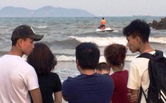 Hai nam sinh bị nước biển cuốn ở Cửa Lò, chỉ cứu được một em