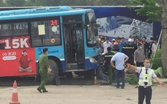 Xe buýt mất phanh lao lên vỉa vè tông chết thanh niên đi bộ