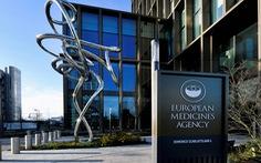Châu Âu họp báo về vắc xin AstraZeneca: 'Đông máu là tác dụng phụ rất hiếm'