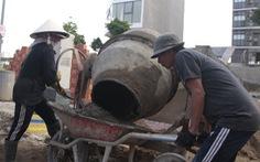 Đời thợ hồ đổ mồ hôi xây ước mơ con cái được đến trường