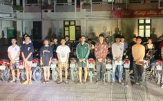 CSGT mật phục 'tóm gọn' nhóm thanh niên đua xe quanh thành cổ Sơn Tây