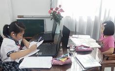 TP.HCM: Nhiều trường tiểu học dạy trực tuyến để hoàn thành chương trình